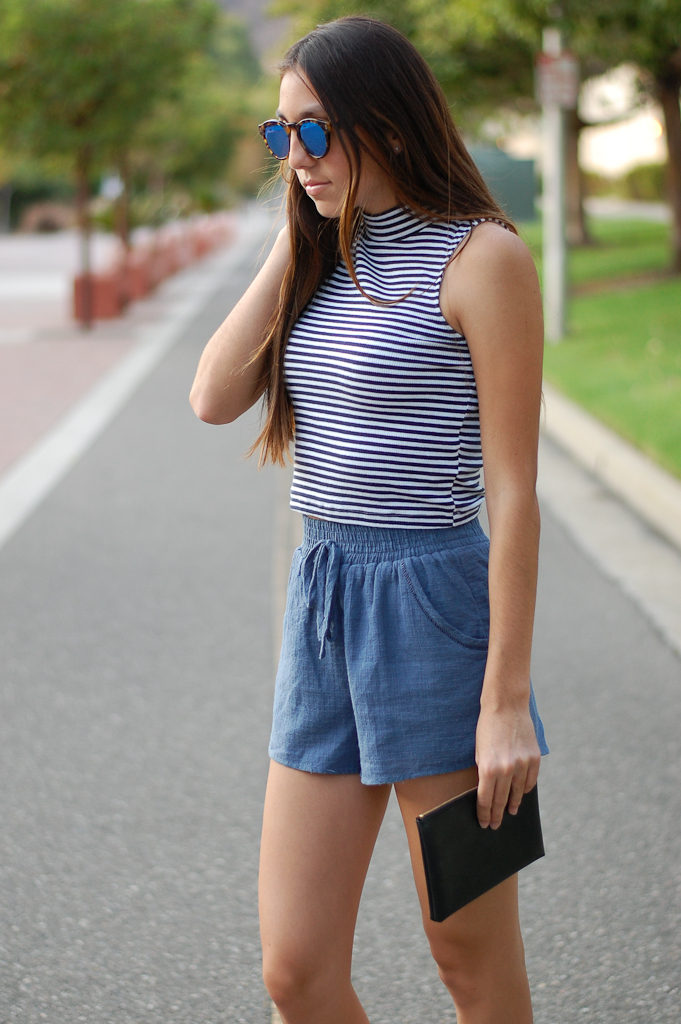 Striped crop top blue shorts down