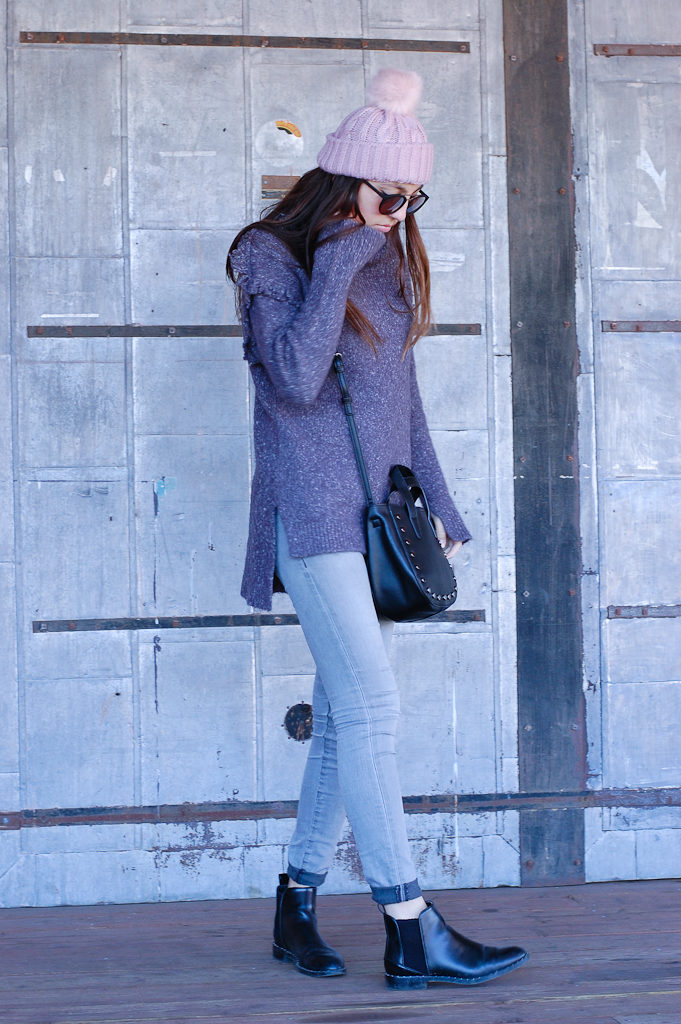 Frayed sweater Gray jeans